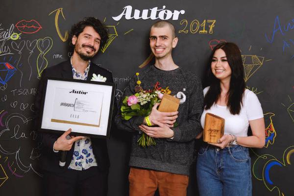 Premiul AAA, Elle, Assamblage