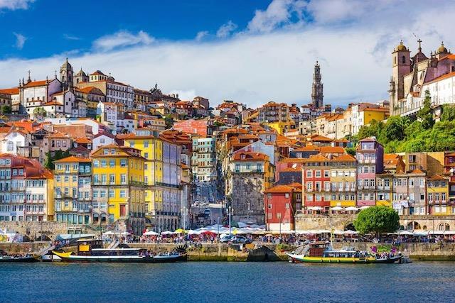 Invarte Globul si opreste-l cu travelmood.ro Porto