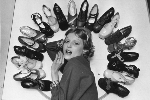 Fashion model Ika posing with Mary Quant's new collection of shoes, 6 April 1972 © Roger Jackson, Central Press, Getty Images