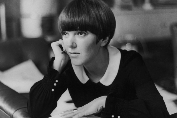Mary Quant at her apartment in Draycott Place, Chelsea, London, c.1965 © Keystone France, Gamma-Keystone, Getty Images