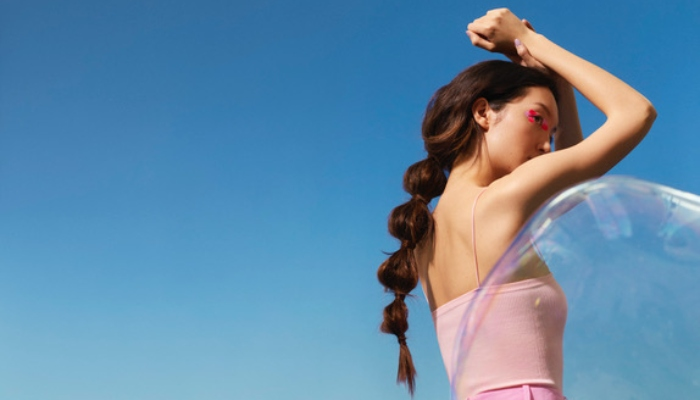Maria Nila lanseaza Shimmer Spray care adauga stralucire si reduce efectul nedorit de electrizare