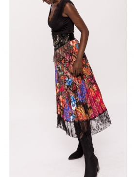 Asymmetric skirt with lace detail