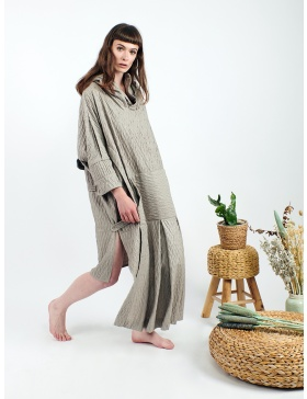 Textured sporty hoddie-dress with longer front