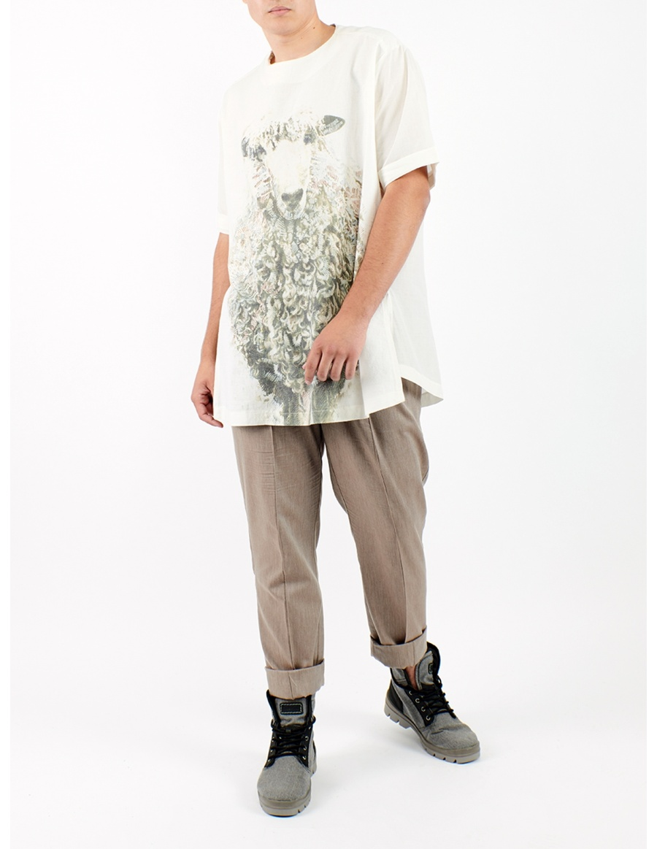 Unisex oversized t-shirt with drawn sheep