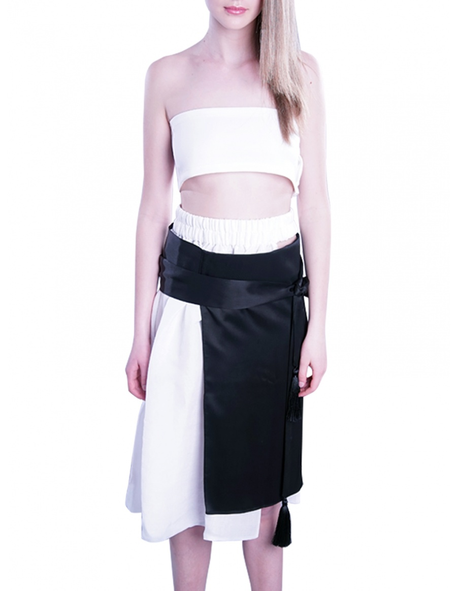 Assymmetric skirt