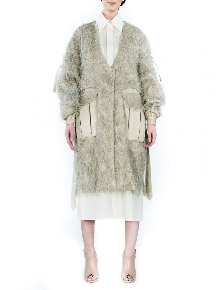 Oversized jacket with natural yarns