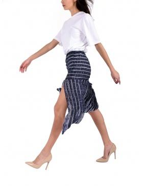 Asymmetric panel skirt