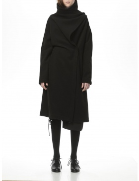 Overlapperd black coat