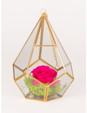 Diamond shaped glass with preserved rose